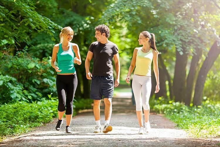 Đảm bảo sức khỏe giúp bạn có chuyến đi trọn vẹn hơn. Ảnh: America Training.
