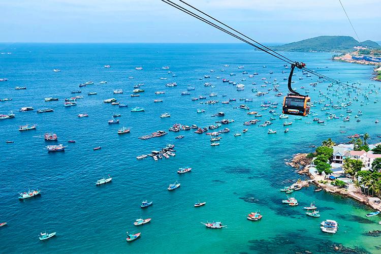 Nhiều điểm đến trong nước như Phú Quốc, Quy Nhơn, Phú Yên được đánh giá là an toàn để du lịch trong thời gian dịch Covid-19. Ảnh: Shutterstock.