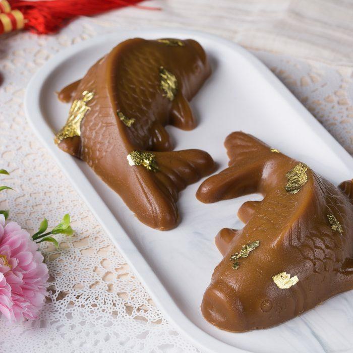 Bánh Nian Gao hình cá được bán nhiều trong dịp đầu năm. Ảnh: Grand Hyatt Shop.