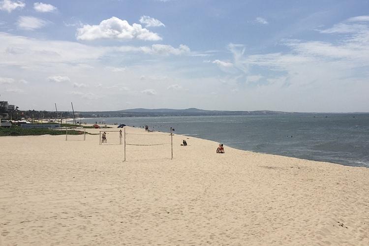 Bãi biển Phan Thiết vắng vẻ du khách dù đang trong mùa cao điểmkhách quốc tế. Ảnh: Tâm Linh