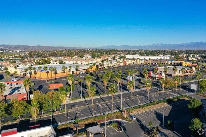 Chỉ cách Los Angeles hơn 72 km về phía đông nam, Corona là một thành phố chỉ rộng khoảng 100 km2 với hơn 168.000 cư dân. Ảnh:Loopnet.