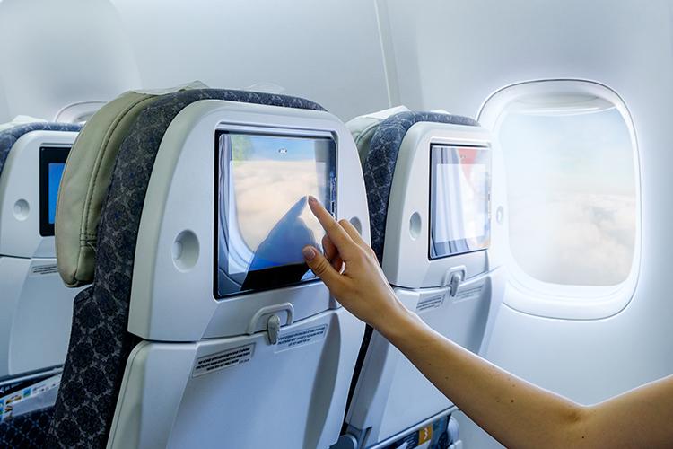 Các bề mặt xung quanh chỗ ngồi đều có thể tồn tại dịch nhầy từ cơ thể của những hành khách trước. Ảnh: Aureliy/Shutterstock.