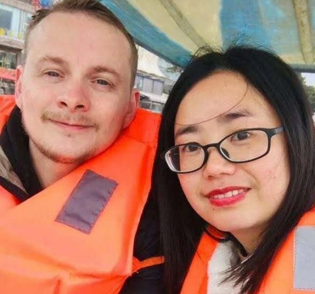 Matthew gặp Xiang sau khi chuyển đến Trung Quốc 5 năm trước, đây là lần đầu anh đưa vợ thăm quê nhà tại Anh. Ảnh: SWNS.