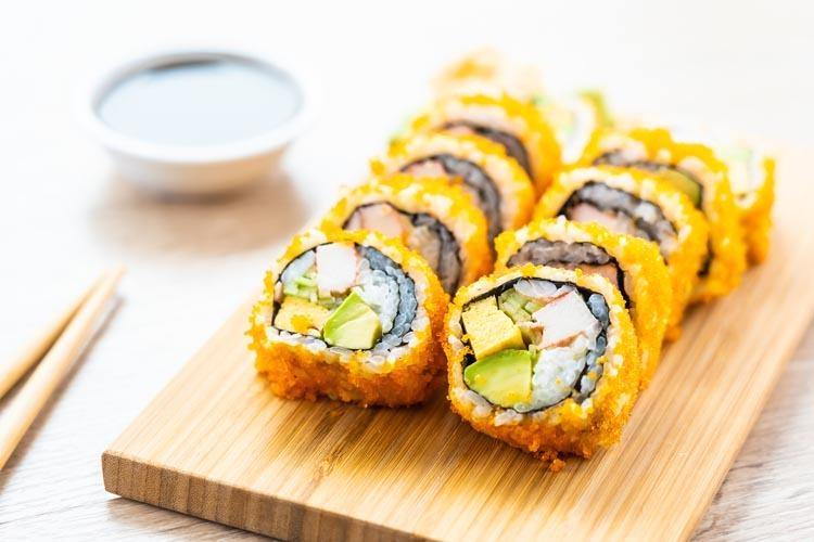 Không chỉ phổ biến tại Bắc Mỹ, California rolls là món ăn được cả thế giới ưa chuộng. Ảnh: Envato.