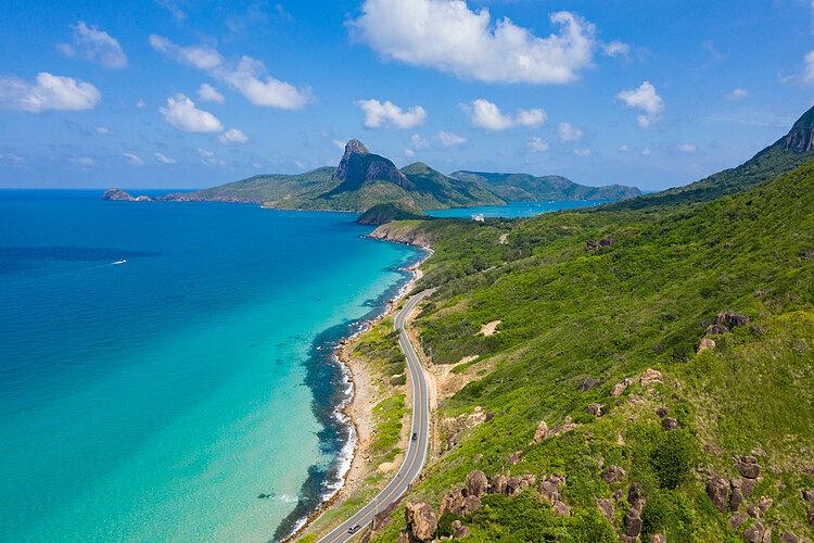 Du khách ở Côn Đảo có thể sẽ phải trở lại đất liền. Ảnh: Tâm Linh