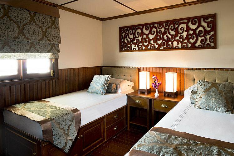 Du thuyền có 30 cabin làm phòng nghỉ đầy đủ tiện nghi, diện tích mỗi cabin 16m2, gồm 10 phòng cao cấp và 20 phòng tiêu chuẩn. Một phòng dành cho hai người, có giường đôi hoặc hai giường đơn tiêu chuẩn. Toàn bộ cabin đều có cửa sổ, phòng tắm riêng. Ảnh: Pandaw.