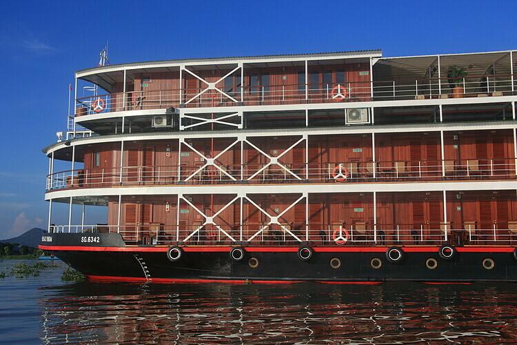 Được đóng tại TP HCM và hạ thủy năm 2012, RV Bassac Pandaw chuyên di chuyển trên sông Mekong. Du thuyền có ba tầng, được làm chủ yếu từ gỗ tếch, chiều dài thuyền 50,9m và có sức chứa 60 khách. Ảnh: Pandaw.