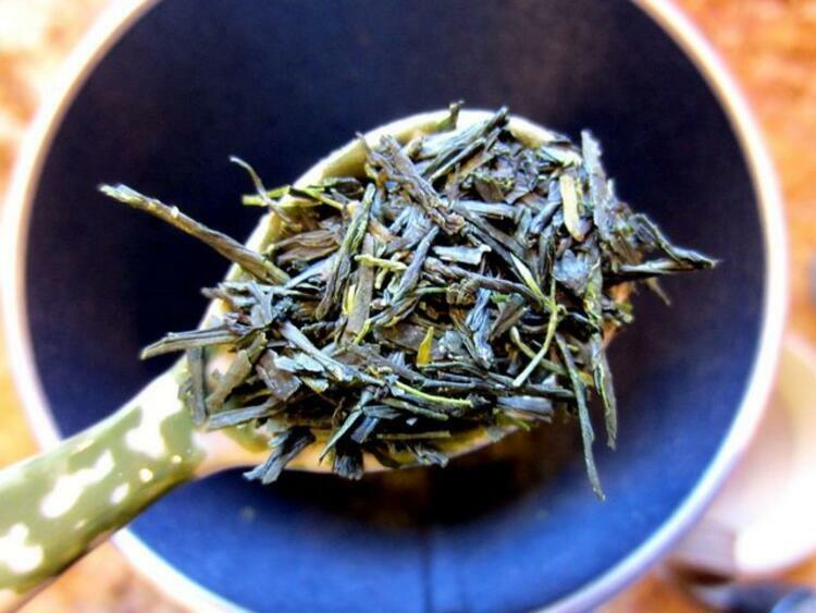 Nhờ công dụng thần kỳ, các khách hàng từ Anh, Mỹ và Nhật Bản sẵn sàng trả 1.850 USD (gần 43 triệu đồng) cho một kg trà ô long thần bí. Ảnh:Lazy Tea.