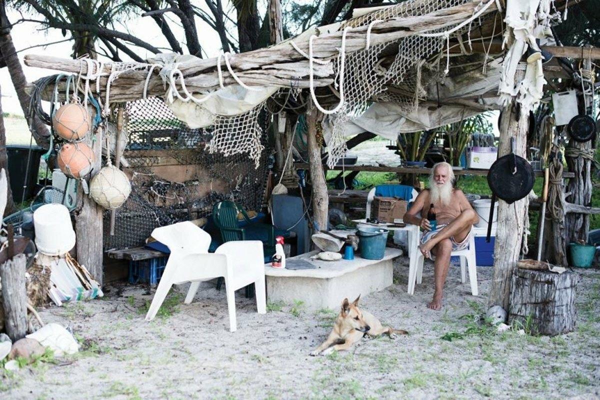Sau khi có càng nhiều người tìm đến hòn đảo, David quyết định thu phí thay vì tiếp đãi hoàn toàn miễn phí như trước kia. Ông cũng cảnh báo cho du khách về những hiểm họa mà họ có thể gặp phải. Ảnh:Aubrey Comben.
