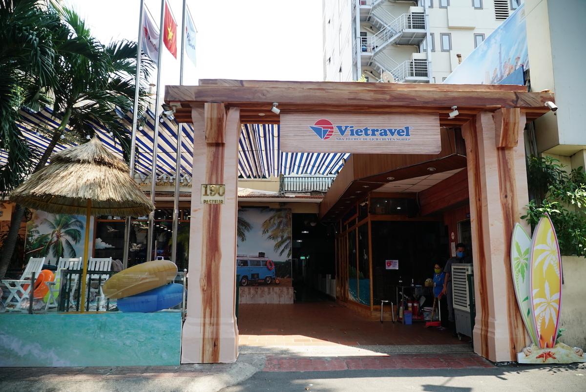 Một số chi nhánh, văn phòng giao dịch của Vietravel tạm đóng cửa cho đến khi có thông báo mới. Mọi liên hệ, khách hàng có thể đến trụ sở chính của công ty tại Quận 3, TPHCM. Ảnh chụp vào lúc 11:00, ngày 23/03/2020. Ảnh: Vietravel.