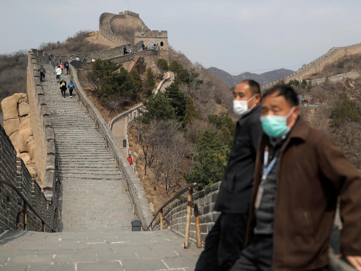 Bát Đạt Lĩnh thu hút khoảng 10 triệu lượt khách mỗi năm. Lượng khách đến đây quá đông khiến ban quản lý phải giới hạn 65.000 khách mỗi ngày kể từ tháng 6/2019. Ảnh: Reuters.