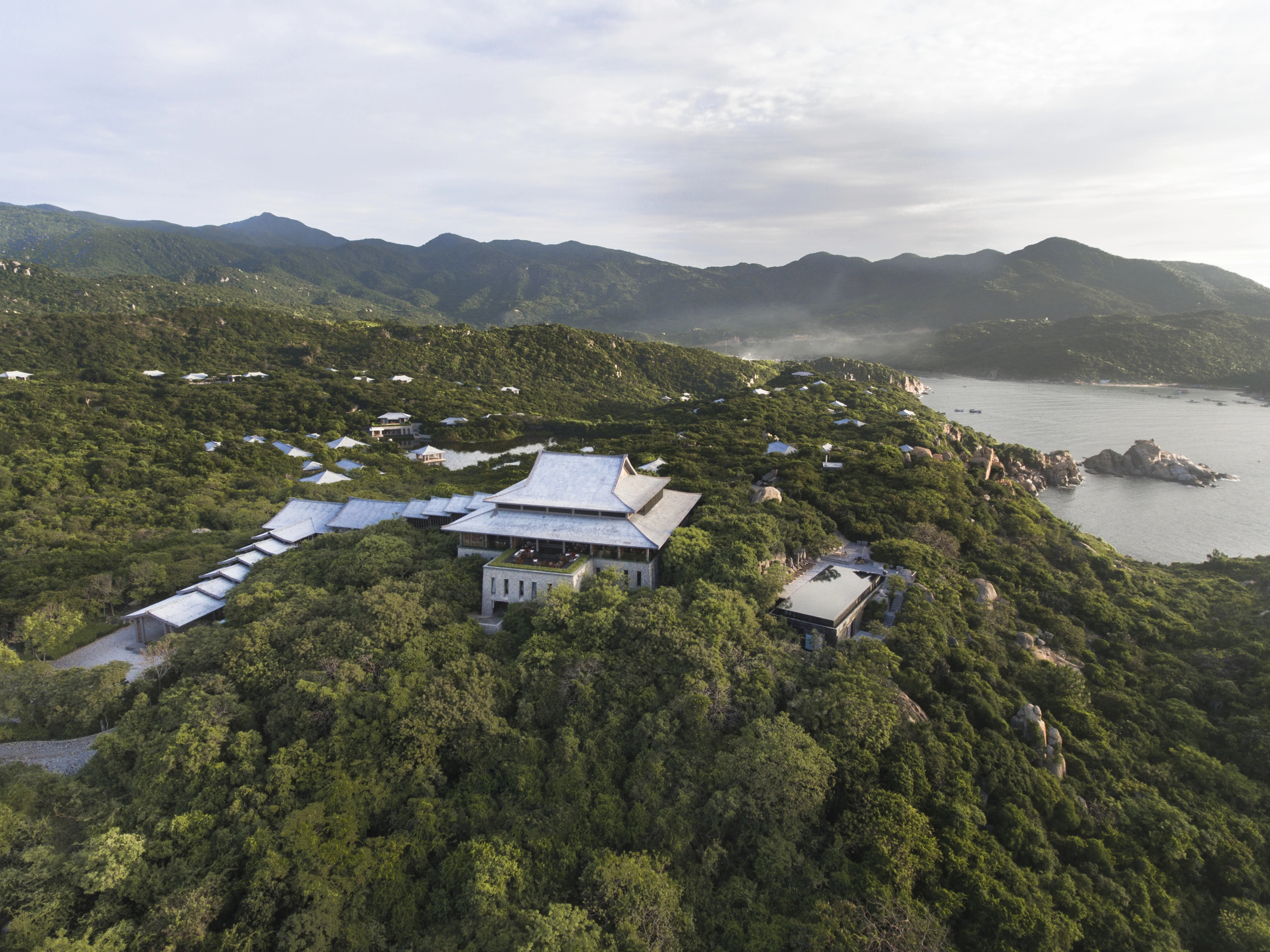 aerial view of central pavilio 6793 3316 1585197612 - 6 resort của Việt Nam lên báo Anh