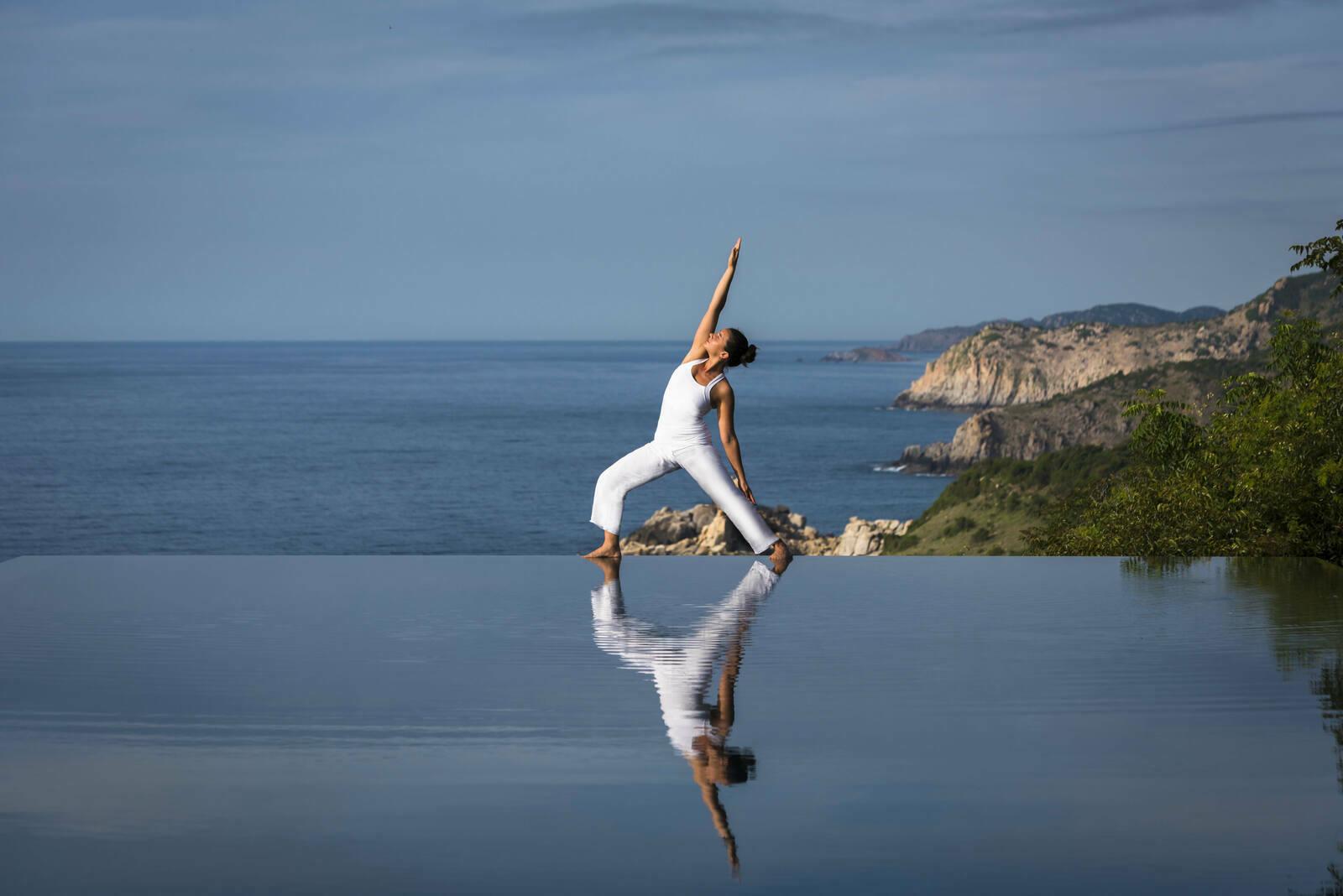 amanoi vietnam yoga at cliff p 6878 7301 1585197614 - 6 resort của Việt Nam lên báo Anh