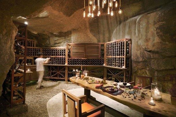ninh van bay vietnam wine cave 2714 1218 1585197616 - 6 resort của Việt Nam lên báo Anh