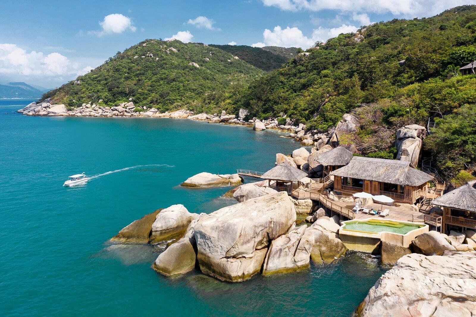 the rock retreat aerial 8410 a 6214 7270 1585197615 - 6 resort của Việt Nam lên báo Anh