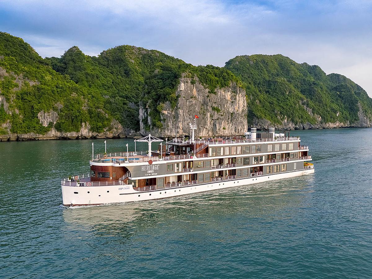 Du thuyền Heritage Bình Chuẩn của ông Hà dự kiến chở 60 du khách cho hành trình Bắc Nam vào 17/9. Hiện con tàu đang neo đậu ở Cát Bà, Hải Phòng. Ảnh: P.H.