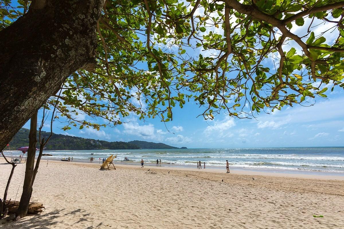 Bãi biển Patong nổi tiếng đông khách ở Phuket đã bị đóng cửa. Hiện tại Thái Lan có hơn 1.500 ca nhiễm. Ảnh: TAT News.