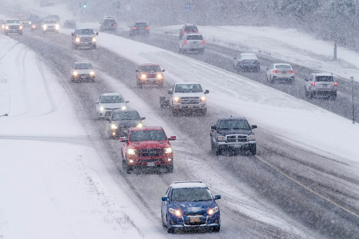 Đường phố của Anchorage vào mùa đông. Ảnh:Anchorage Daily News.