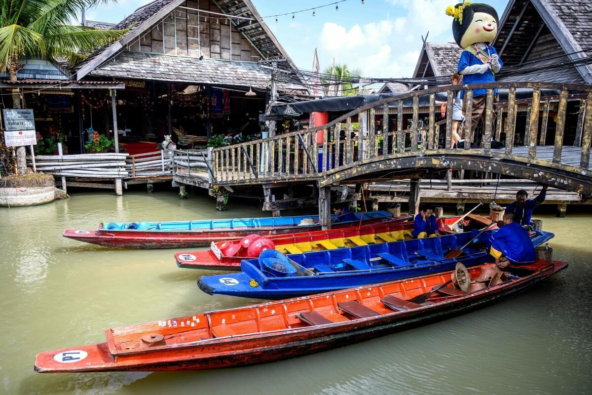 Theo EUI, 20 điểm đến hàng đầu của du khách Trung Quốc đều nằm ở khu vực này Asean nên nơi này chịu thiệt hại nặng nhất khi vắng khách Trung Quốc, với khoảng 7 tỉ USD. Trong ảnh là cảnh Chợ nổi Pattaya vắng khách ngày 28/3. Ảnh: AFP.