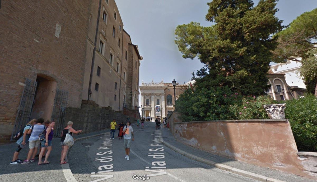 Đường lên chỗ cầu thang. Ảnh:Google Street View.