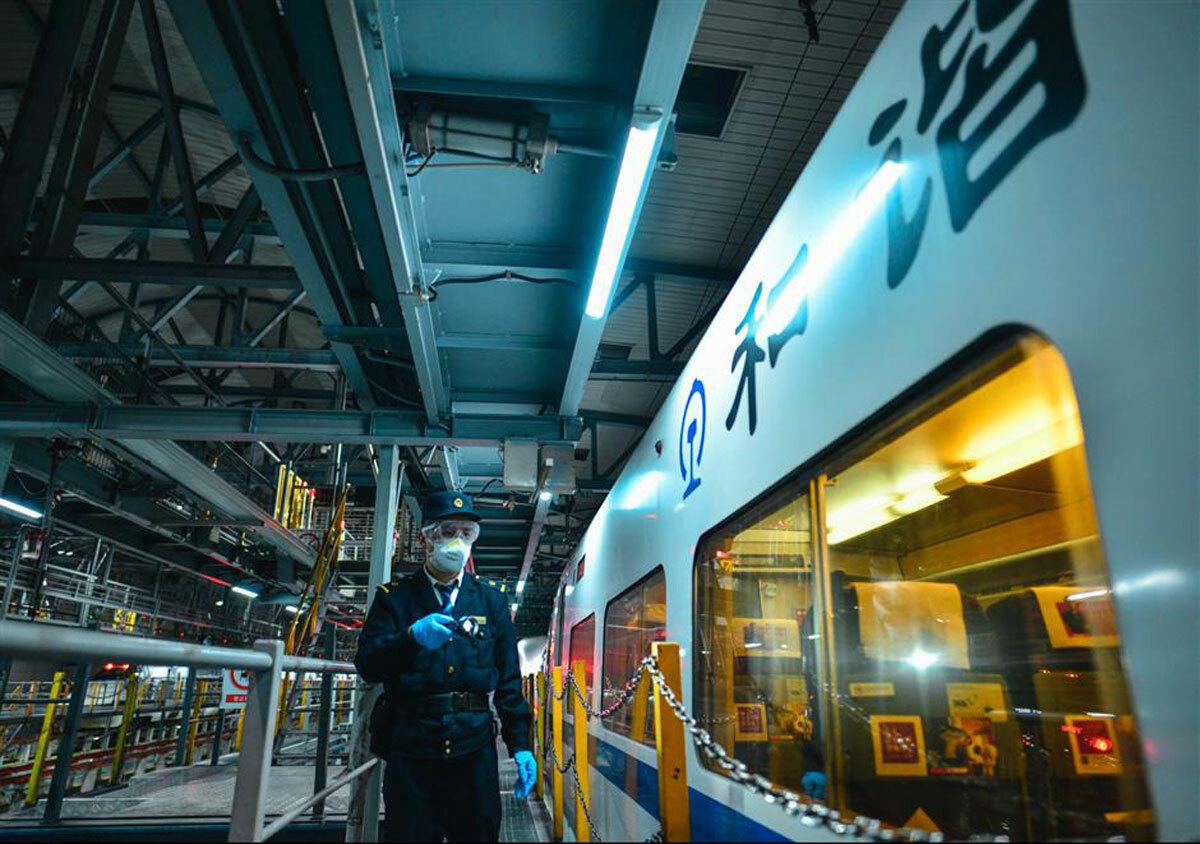 Một số nhà ga sẽ tăng thêm số lượng nhân viên để kiểm tra sức khỏe của hành khách, ngăn chặn các cuộc tụ họp nhằm ngăn ngừa sự lây lan của nCoV.