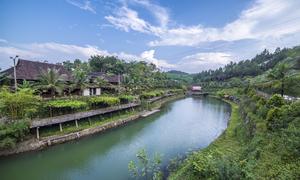 Hai khu nghỉ dưỡng bên dòng sông Hương