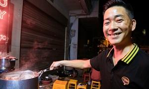 Quán phở 10 năm chỉ bán đêm ở Hà Nội