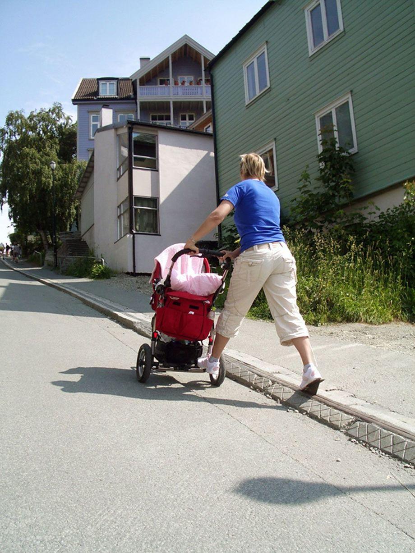 Không chỉ xe đạp, mà người điều khiển xe đẩy em bé và scooter đều có thể dùng nó. Ảnh: BT