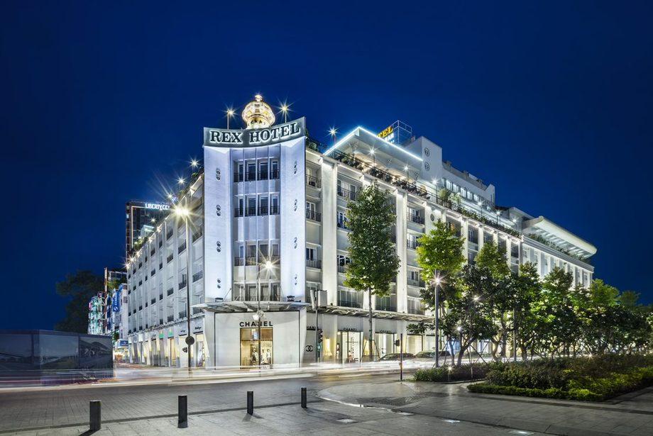 Khách sạn Rex Sài Gòn nằm trên đại lộ Nguyễn Huệ có 286 phòng ngủ, 5 nhà hàng và bar, hệ thống 8 phòng họp hiện đại. Ảnh: Saigontourist Group.